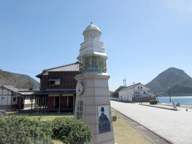 明治時代に築かれた石畳の港湾や洋館などが残る三角西港は2015年に世界文化遺産に登録