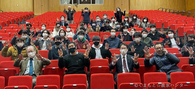 浪江町の復興プロジェクトに参加する東京農業大学の学生と教師の皆さん。前列左から2人目が代表の宮川さん